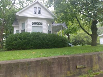 Mt. Vernon Single Family Home For Sale: 400 N 8th Street