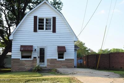Harrisburg IL Single Family Home For Sale: $21,500