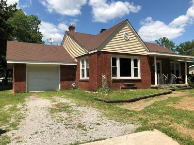 West Frankfort Single Family Home For Sale: 805 E Celveland Street