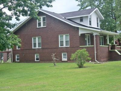 Stonefort IL Single Family Home For Sale: $121,000