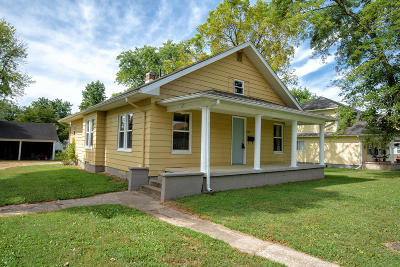 West Frankfort Single Family Home For Sale: 804 E Oak Street Street
