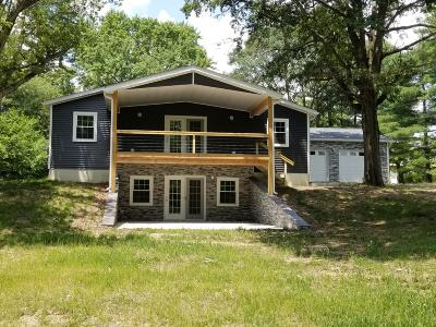 Mt. Vernon Single Family Home For Sale: 14105 N Country Club Lane