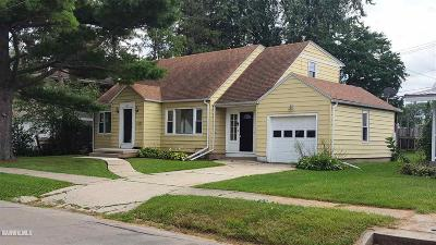 Freeport IL Single Family Home For Sale: $77,900