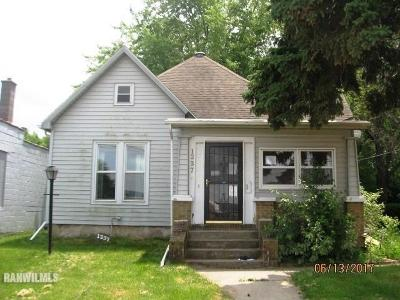 Freeport IL Single Family Home For Sale: $49,900