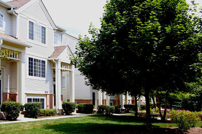St. Charles Condo/Townhouse Contingent: 925 Pheasant Trail #925
