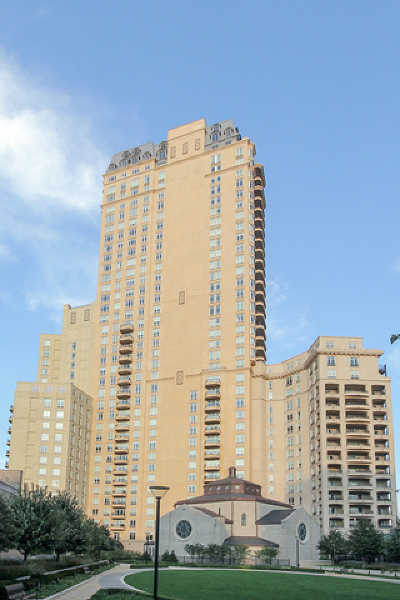 Cook County Condo/Townhouse For Sale: 2550 North Lakeview Avenue #S407