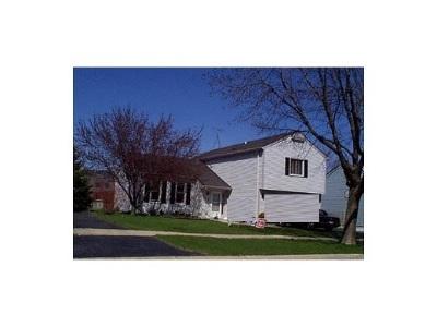 Bartlett Single Family Home Contingent: 127 East McClellan Street