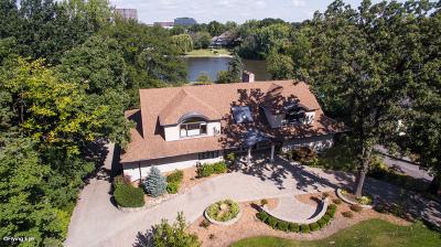 Oak Brook Single Family Home For Sale: 32 Baybrook Lane