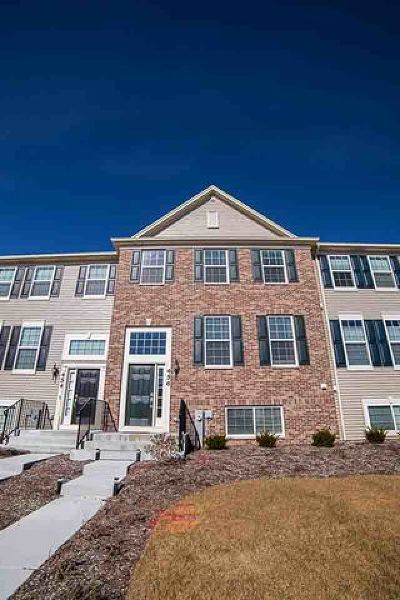 Gilberts Condo/Townhouse For Sale: 456 Town Center Boulevard #456