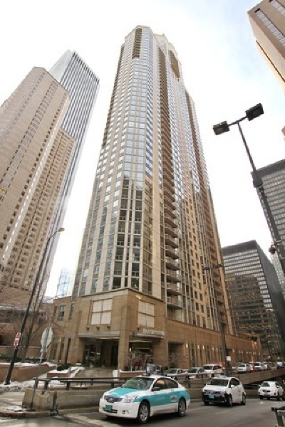 Cook County Condo/Townhouse Re-activated: 222 North Columbus Drive #1106