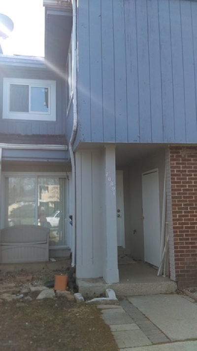 Carpentersville Condo/Townhouse Contingent: 2009 Berkshire Circle #I