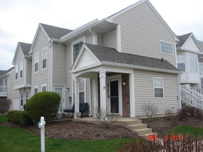 North Aurora IL Condo/Townhouse For Sale: $157,900