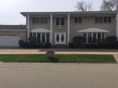 Skokie Single Family Home For Sale: 5233 Coyle Avenue