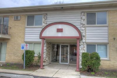 Clarendon Hills Condo/Townhouse Contingent: 501 Carlysle Drive #17