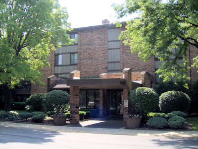 Willowbrook Condo/Townhouse Contingent: 301 Lake Hinsdale Drive #305