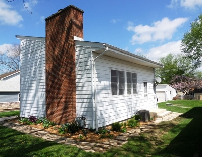 Winfield Single Family Home Contingent: S525 Robbins Street
