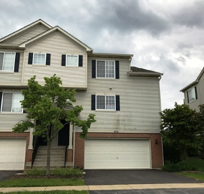Gilberts Condo/Townhouse Contingent: 452 Evergreen Circle