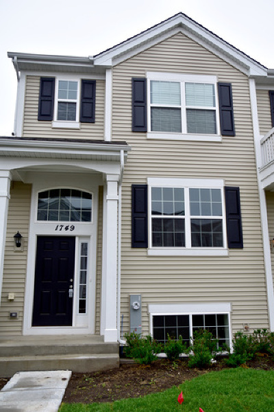 Pingree Grove Condo/Townhouse Contingent: 1749 Ruby Drive