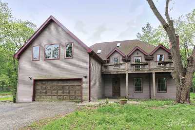 East Dundee Single Family Home Contingent: 655 Oakridge Road
