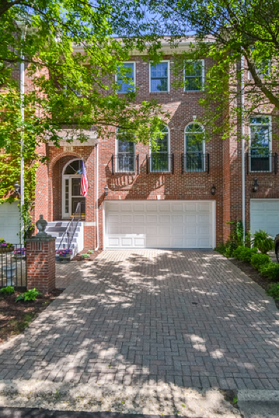 Geneva Condo/Townhouse For Sale: 211 Campbell Court