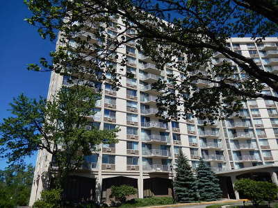 Oak Brook Condo/Townhouse For Sale: 40 North Tower Road #10L