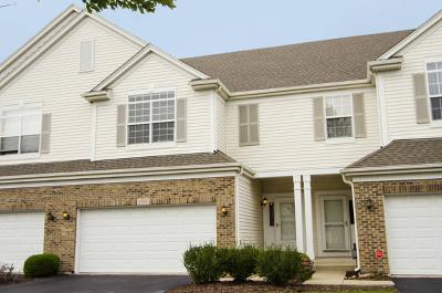 Plainfield Condo/Townhouse For Sale: 23930 Mc Mullin Circle
