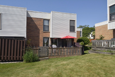 Hoffman Estates Condo/Townhouse Contingent: 370 Willow Tree Court