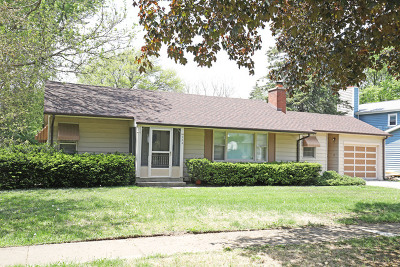 Crystal Lake IL Single Family Home For Sale: $154,900