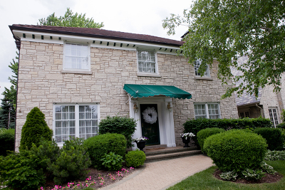 River Forest Single Family Home Contingent: 1424 Bonnie Brae Place