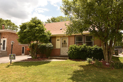 Oak Forest IL Single Family Home For Sale: $159,000