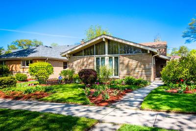 Skokie Single Family Home For Sale: 8625 Avers Avenue