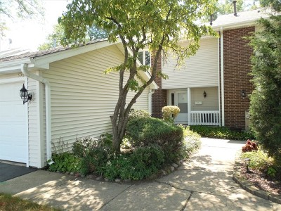 Condo/Townhouse Re-activated: 30w335 Pinehurst Drive