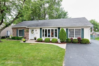 Roselle Single Family Home Contingent: 652 Autumn Drive