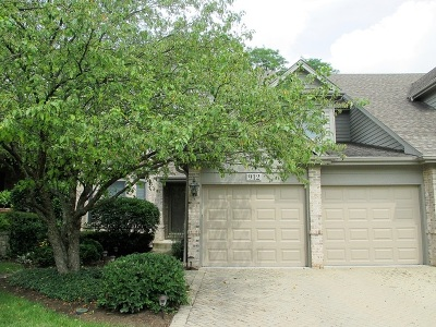 St. Charles Condo/Townhouse For Sale: 912 Oak Crest Lane
