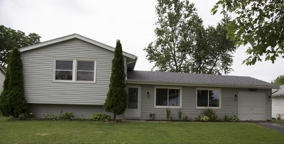 Hanover Park Single Family Home Contingent: 2172 Cinema Drive East