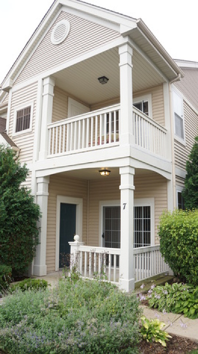 Pingree Grove Condo/Townhouse Contingent: 2245 Aurora Drive #7