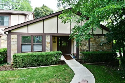 St. Charles Condo/Townhouse Contingent: 21 White Oak Circle