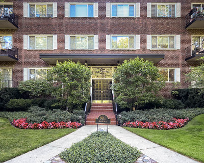 Lake Forest Condo/Townhouse Contingent: 90 Franklin Place #104