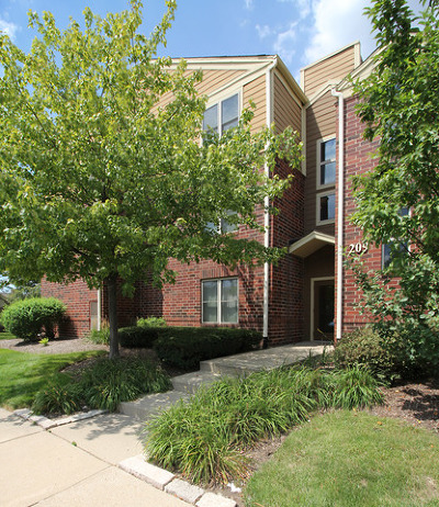 Bloomingdale Condo/Townhouse Contingent: 209 Glengarry Drive #301
