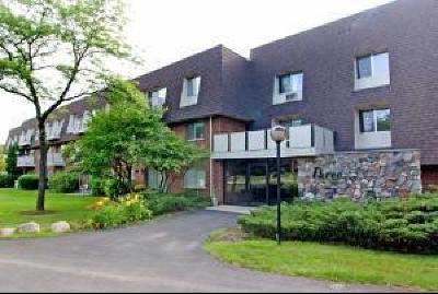 Buffalo Grove Condo/Townhouse Price Change: 3 Villa Verde Drive #305