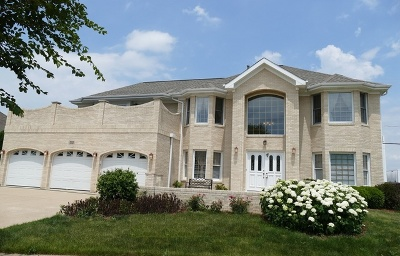 Westmont Single Family Home For Sale: 212 Rosewood Court