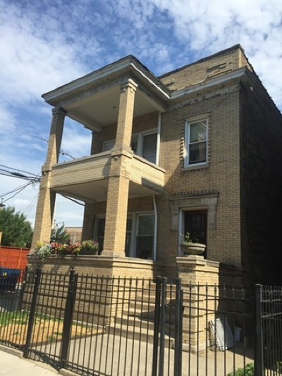 Cook County Multi Family Home For Sale: 1470 West Balmoral Avenue