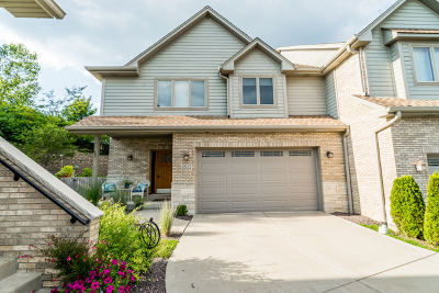 Burr Ridge Condo/Townhouse Contingent: 11s312 Deer Trail Court