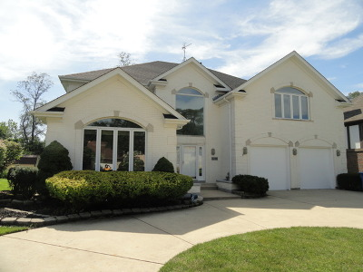 Willowbrook Single Family Home For Sale: 6250 Squire Lane