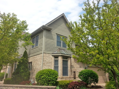 St. Charles Condo/Townhouse For Sale: 909 Oak Crest Lane