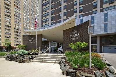 Cook County Condo/Townhouse Re-activated: 6145 North Sheridan Road #14D