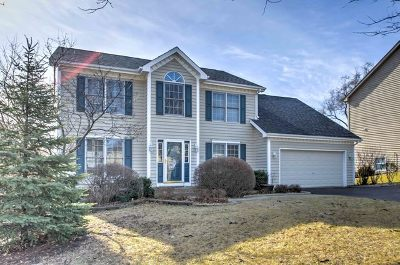 St. Charles Single Family Home For Sale: 2001 Red Haw Lane