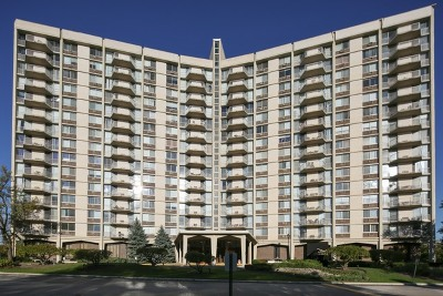 Oak Brook Condo/Townhouse For Sale: 40 North Tower Road #10C