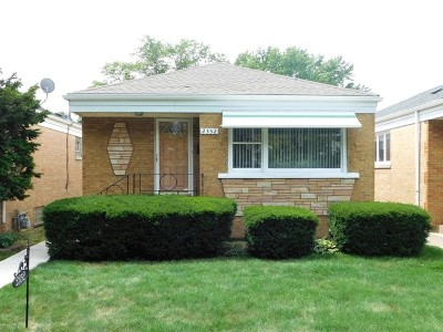 North Riverside Single Family Home Contingent: 2352 Lathrop Avenue