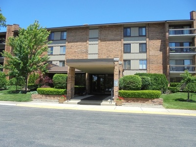 Willowbrook Condo/Townhouse For Sale: 201 Lake Hinsdale Drive #305